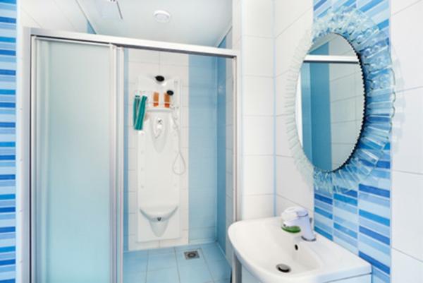 Badezimmer Vorschlage Ideen : badezimmerideenbilderblauefarbe  runder spiegel und duschkabine