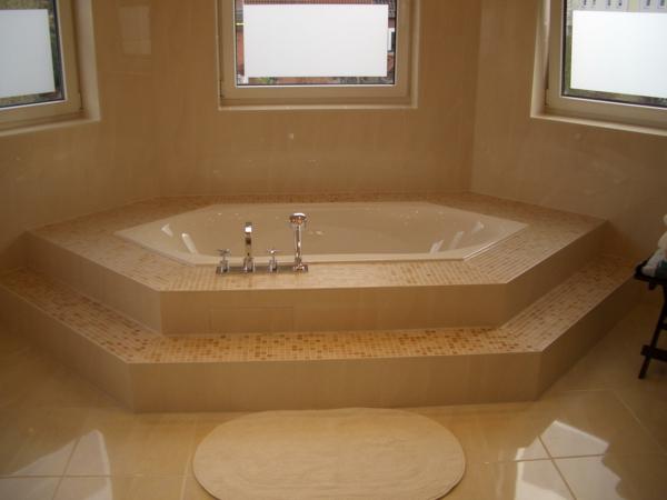 Badewanne einfliesen genie en sie die sch nen vorschl ge for Badezimmer ideen eckbadewanne