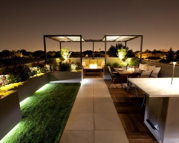 balkon-holzfliesen-luxuriöse-gestaltung - dunkle nacth