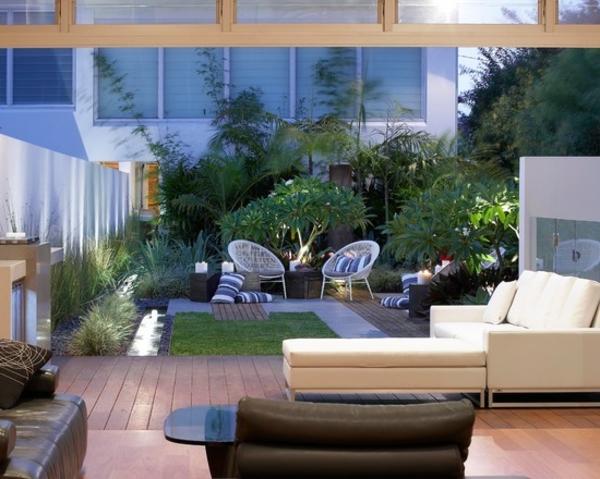 balkonplatten-holz-moderne-möbel - luxuriöse gestaltung mit viele dekopflanzen