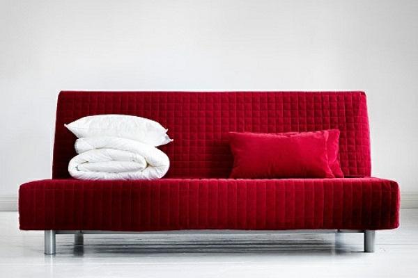 bettcouch-günstig-ikea-rote-farbe - hintergrund in weiß