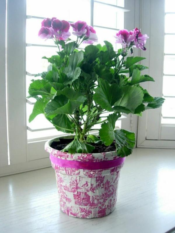 blumentöpfe-selber-machen-rosige-farben - blümchen in lila farben