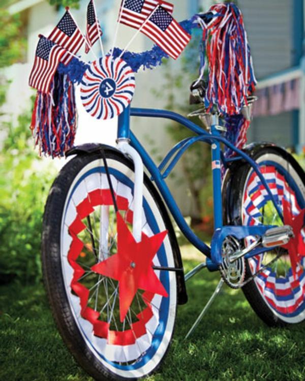 deko-fahrrad-fahnen-stern und blaue und rote farbschemen