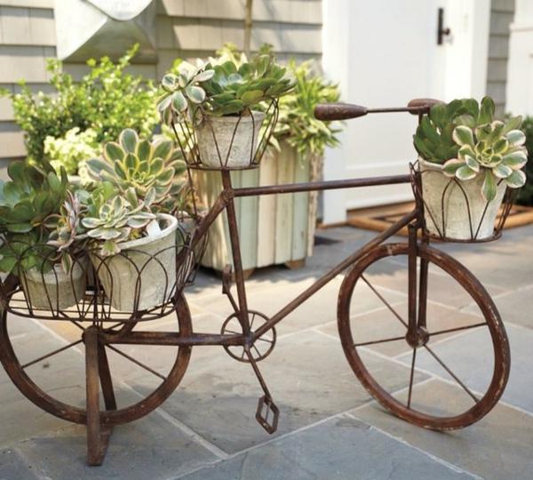 deko-fahrrad-mit-grünen-pflanzen - nicht zum fahrrahden