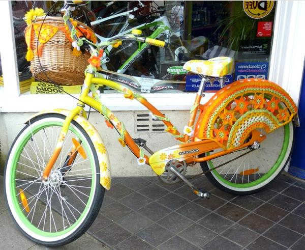 deko-fahrrad-orange-farbschemen- stricken