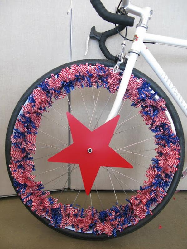 deko-fahrrad-roter-stern- hauptfarbe in weiß