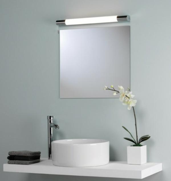dekoratives-modell-designspiegel-weiße-farbe