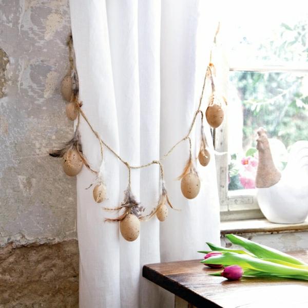 der-landhausstil-weiße-lufitge-gardinen-kette-eier-dekoration - super schön aussehen