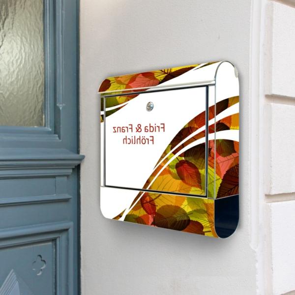 designer-briefkasten-aus-edelstahl-bunte-farben - tür in grau