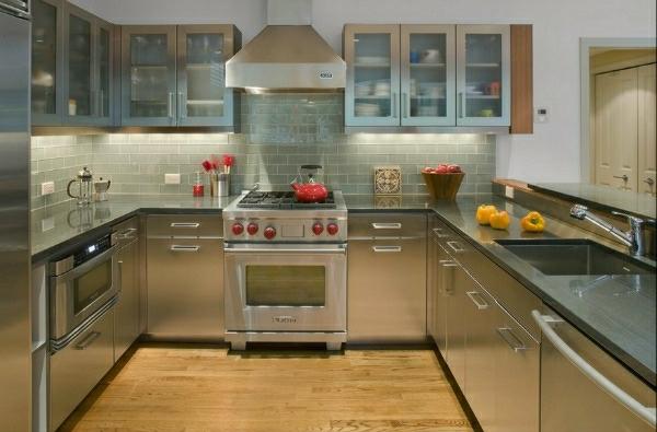 edelstahl-küche-absauger-küchenschrank-arbeitsfläche-waschbecken - modern
