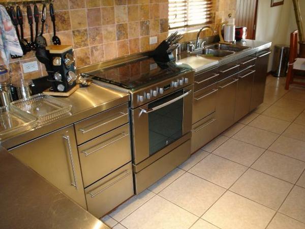 edelstahl-küche-arbeitsplatte-spüle - küchenblock