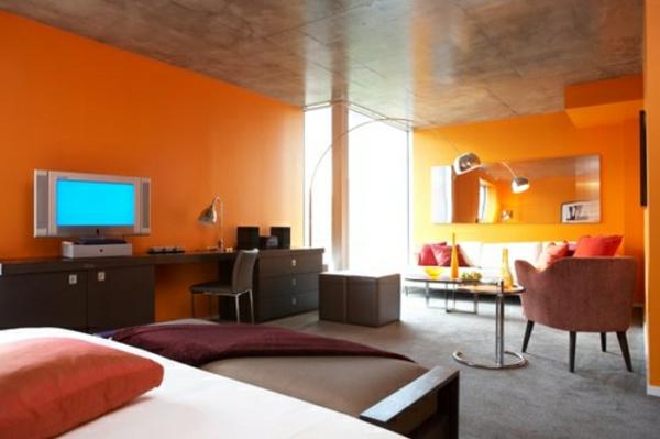 einrichtungsideen-schlafzimmer-orange-wände- viele möbel
