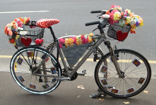 fahrrad-deko-blumen-bunte-farben - niedlicher look