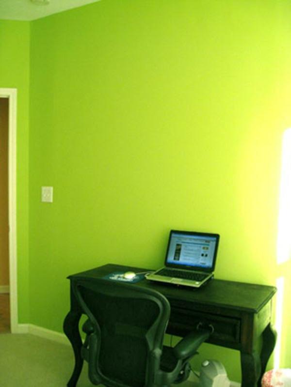 farbpalette-wandfarbe-grün-schreibtisch – schwarzer stuhl und ein ...