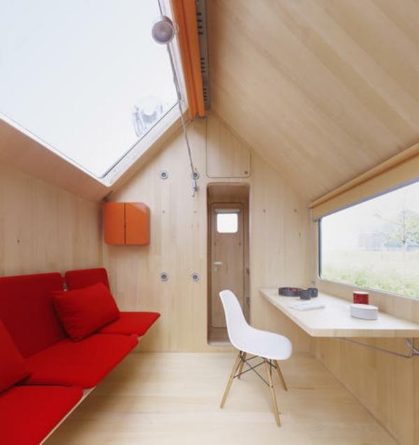 günstige-massivhäuser-einrichtung - modernes rotes sofa