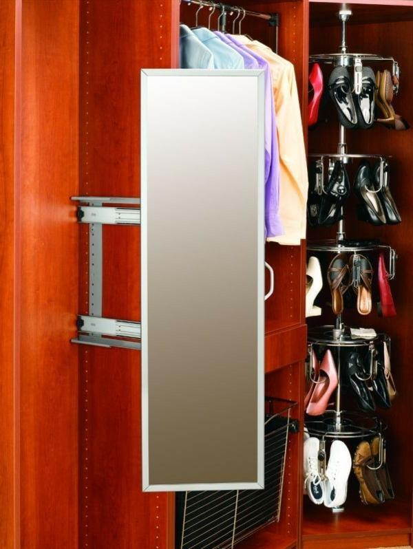 günstiger-kleiderschrank-offen-spiegel