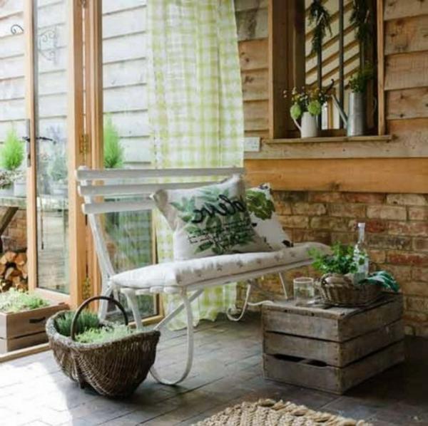 garten-selber-gestalten-möbelstücke- wände aus holz