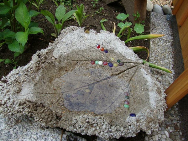 gartendeko-selbstgemacht-blatt - bastelidee für gartendekoration