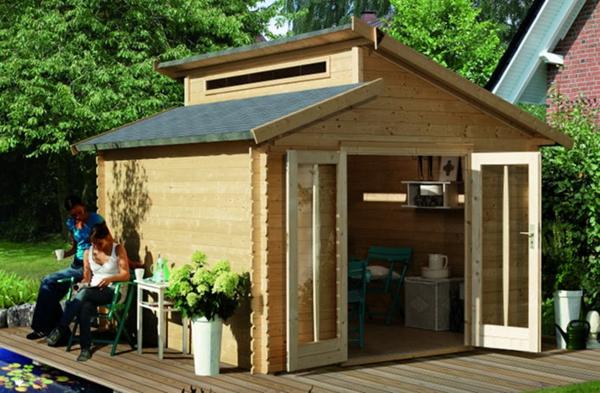 gartenhaus-günstig-aus-holz-gebaut - geöffnete türe