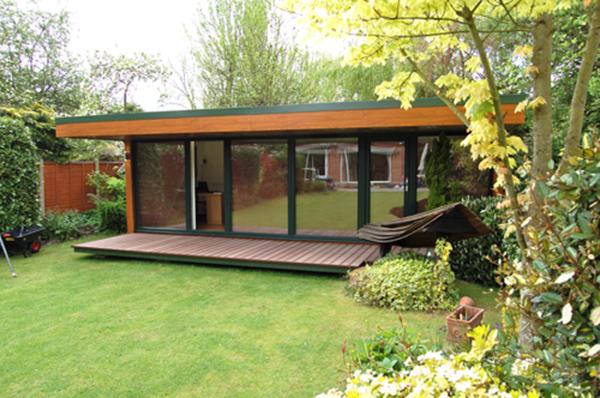 gartenhaus-günstig-kaufen-glaswände - umgebung von bäumen