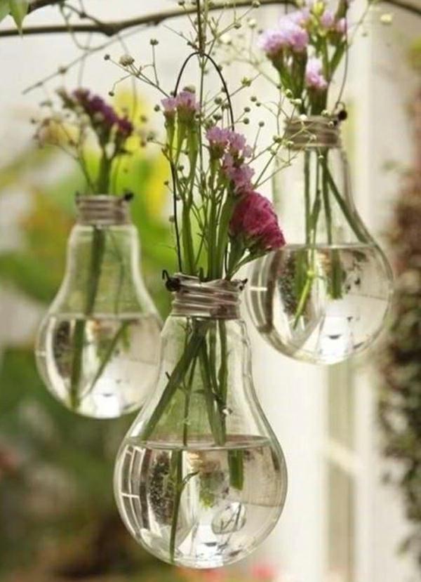 gartenideen-zum-selber-machen-blumen-in-glühbirnen -sehr interessant