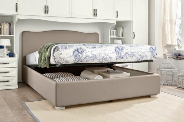 gemütliches-schlafzimmer-mit-einem-polsterbett - groß