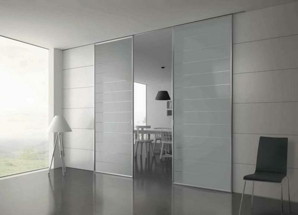glasschiebetür-weiße-zimmergestaltung- moderne idee