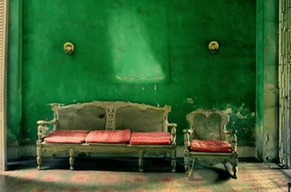 grüne-wand-im-wohnzimmer - aristokratische gestaltung