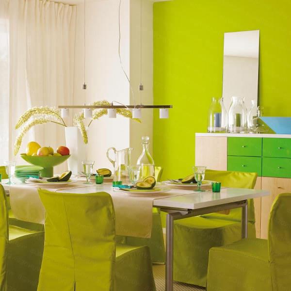 grüntöne-wandfarbe- esszimmer - tischdeko gestalten