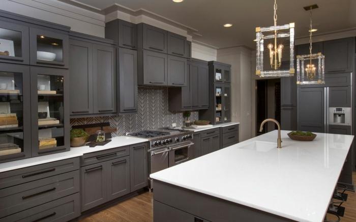 Große Küche Wandgestaltung Grau Und Schöne Möbel