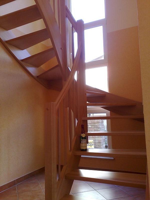 halbgewendelte-treppe-konstruieren-schön-aussehen - fenster