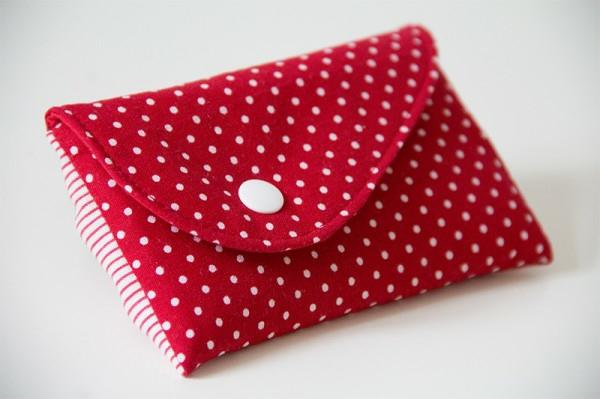rote clutch selber nähen - weiße punkte