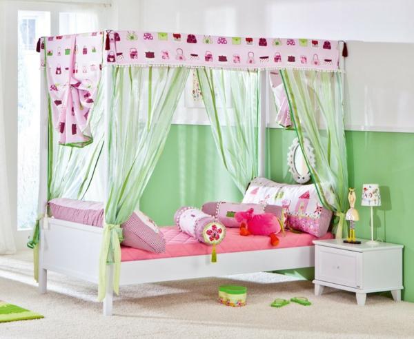 himmelbetten-für-kinder-grüne-vorhänge - dekorative kissen