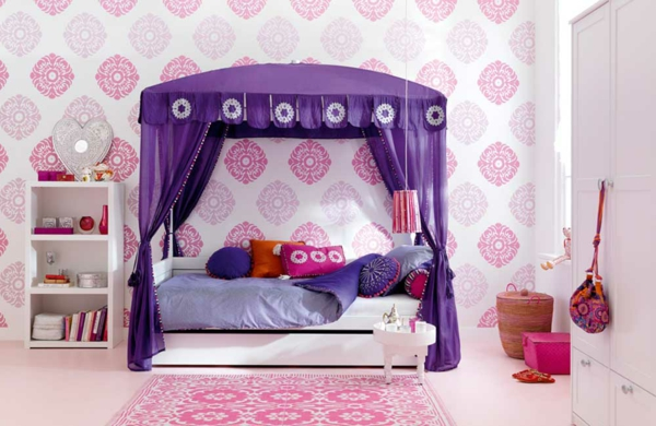 himmelbetten-für-kinder-modell-mit-lila-vorhängen - schöne wandgestaltung