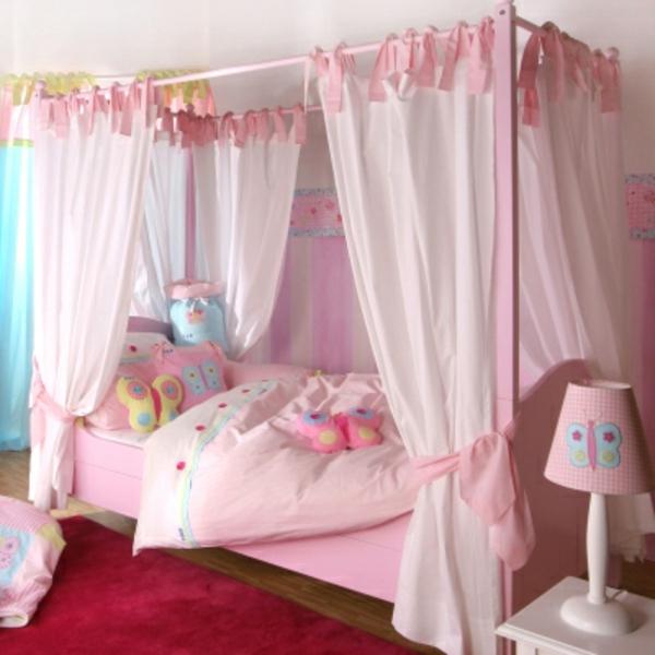 himmelbetten-für-kinder-vorhänge-in-rosiger-farbe - niedlich aussehen