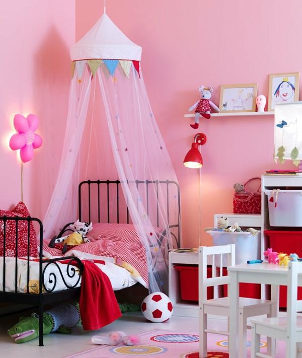 himmerlbett-kinderzimmer-rosige-vorhänge-rosige-wandfarbe - niedliches aussehen