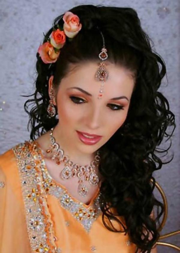 hochzeitsfrisuren-arabisch- rosen in den haaren
