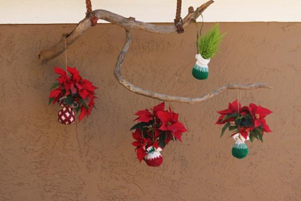 gartendeko für die wand - baumzweig mit interessanten dekorativen elementen