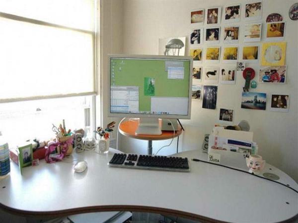 ikea-büromöbel-elegant- schreibtisch mit interessanter form