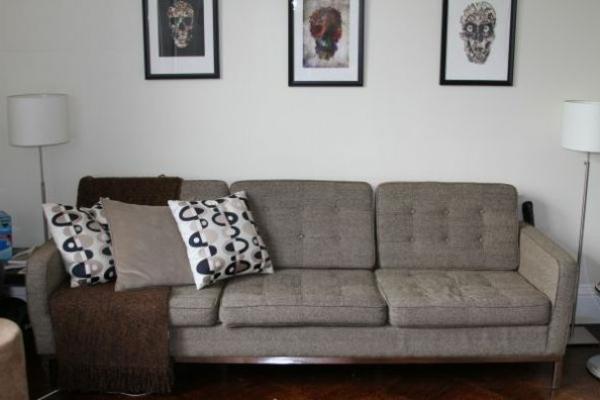 ikea-beddinge-sofabett-graue-farbe - wand mit bildern
