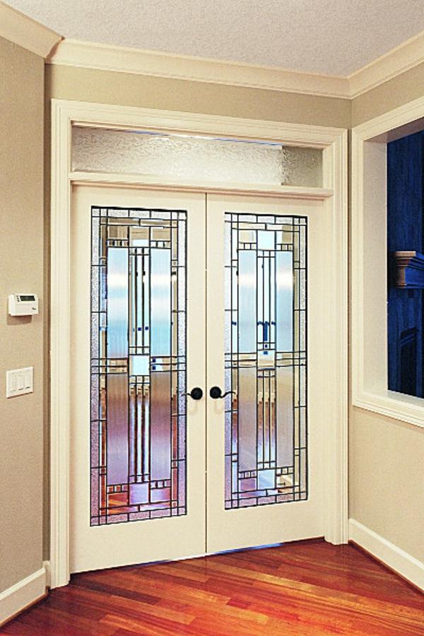 innentür-aus-glas-dekoriert- weiße beschläge