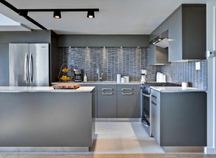 küche-gestalten-wandfarbe-grautöne-interessante-wandfarben-beispiele
