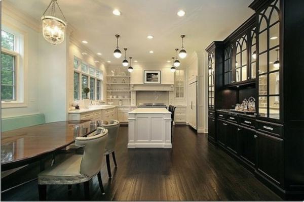 küche-mit-insel-als-teil-des-wohnzimmers