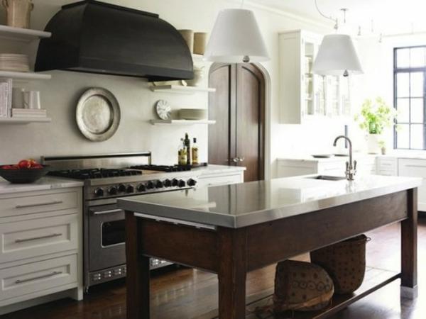 küche-mit-insel-in-aus-holz