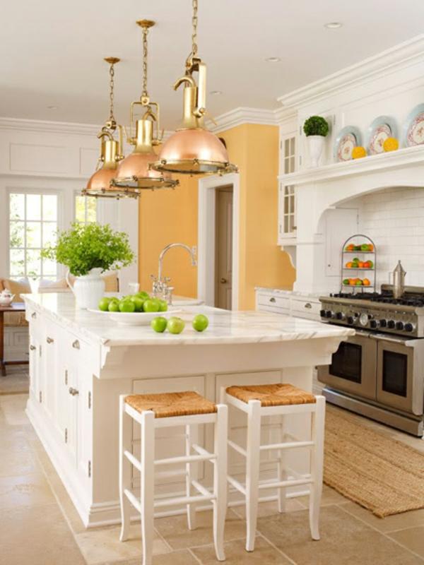 küche-mit-insel-in-goldluxus