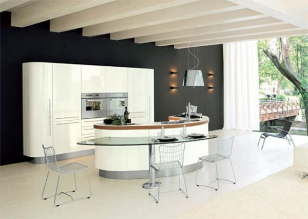 küche-mit-insel-mit-glastischchen