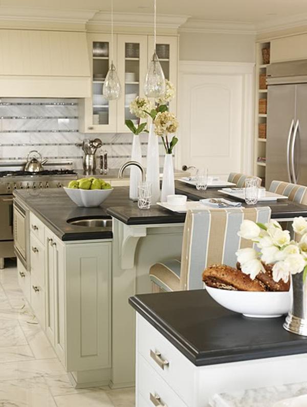 küche-mit-insel-mit-platz-für-zwei
