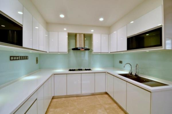 küchenmöbel-online-kaufen-weiße-farbe - leuchten und weiße möbel