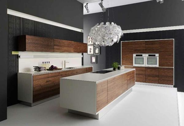küchenunterschrank-kochinsel-spüle-kronleuchter-in-einer-modernen-küche- schön gestaltete küche