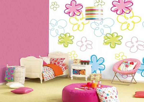 kinderzimmerwände-gestalten-blumen-bemalen- wand in rosiger farbe